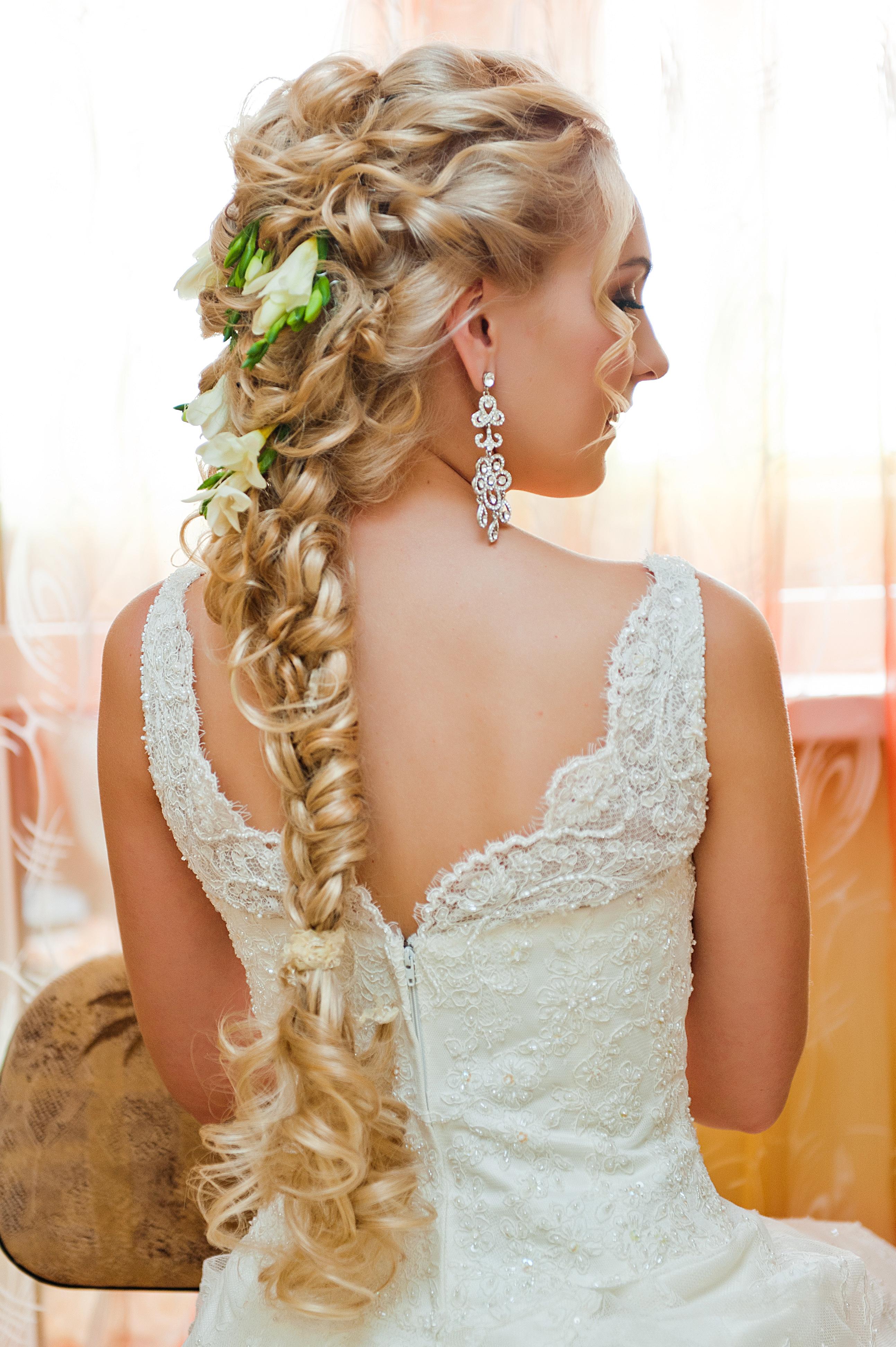 Свадебные причёски из трессов